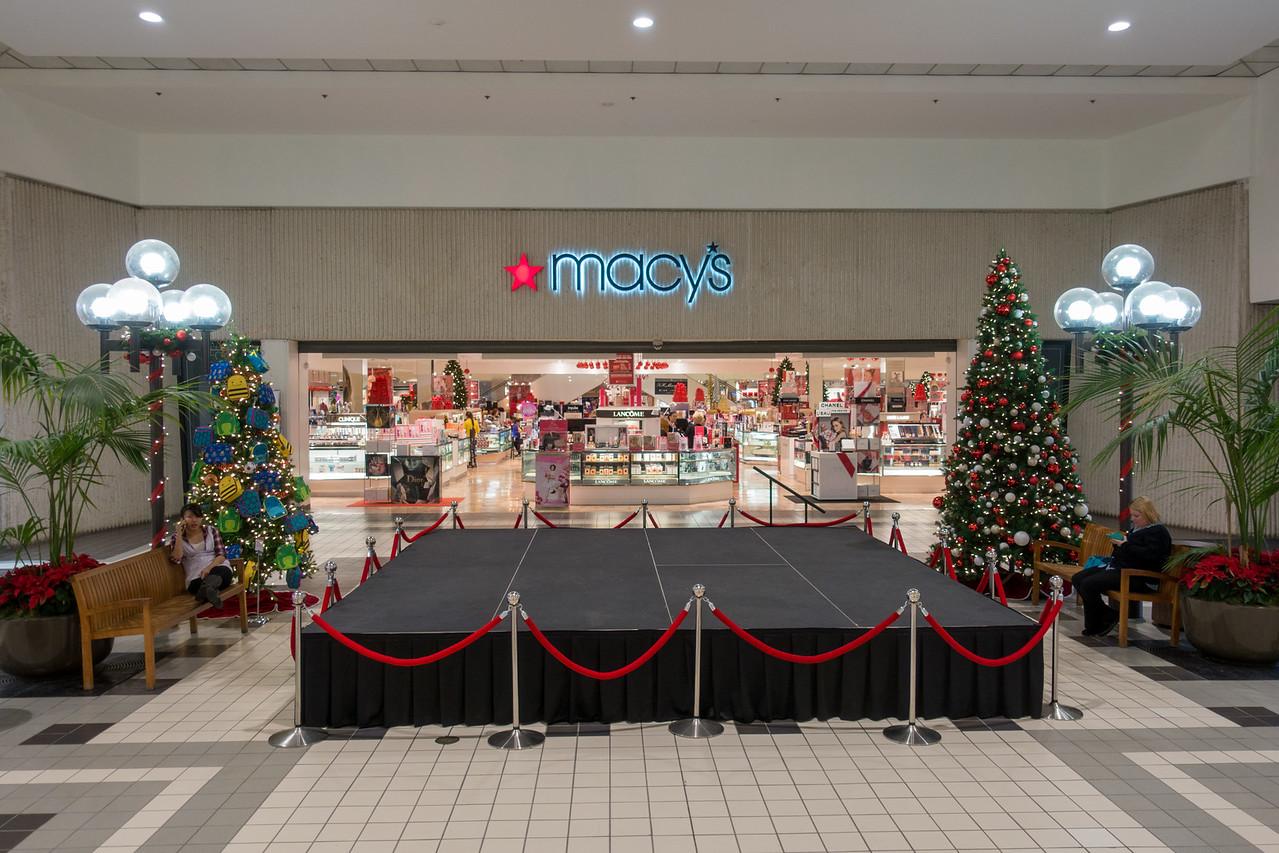 Parkway Plaza Christmas 2016-01700