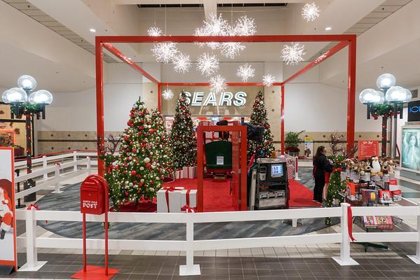 Parkway Plaza Christmas 2016-01676
