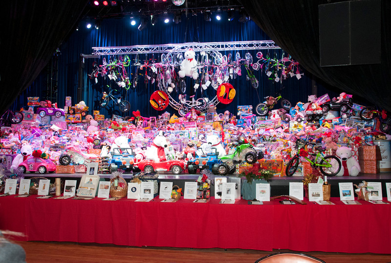 Viejas employees donate 12,017 toys to Salvation Army
