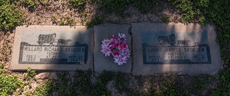 2016-05-27 Norris, Ron, Victoria & Tamara at the Mesa Cemetery_0028