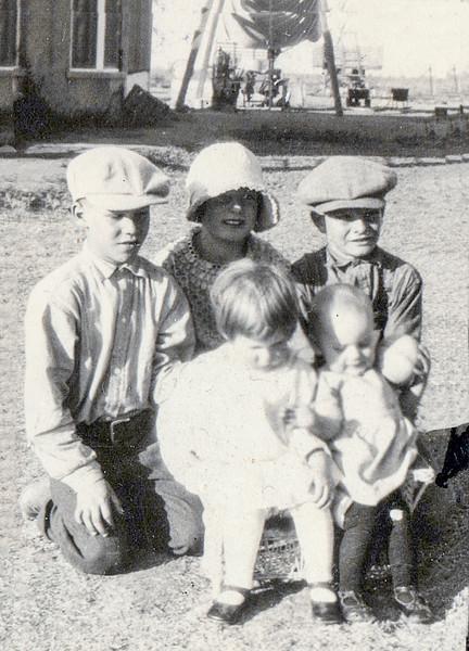 Marilyn, Virginia, Norris & ? (1929)