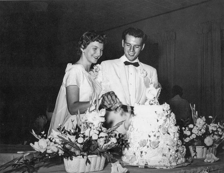 1957-07-01 Garrett & Charlotte Davis Wedding_0008 (Adjusted)