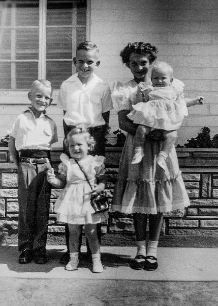 1952 Charlotte, Nollie, Ron, Victoria & Tamara_0003-EIP (Adjusted)