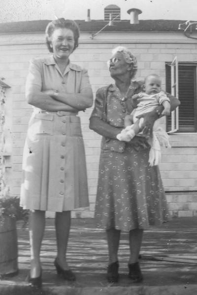 1943-04 Mae, Grandma Laura & Nollie_0010 (Adjusted)