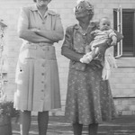 1943-04 Mae, Grandma Laura & Nollie_0010 (Adjusted)