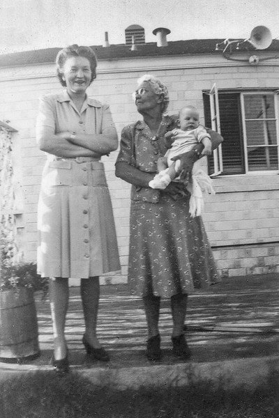 1943 Laura & Mae with Nollie_0023-EIP (Adjusted)