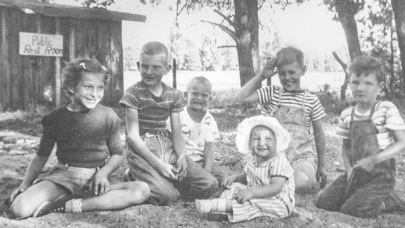1950 Charlotte, Nollie, Ron & Victoria at Lake Side_0005-EIP (Adjusted)