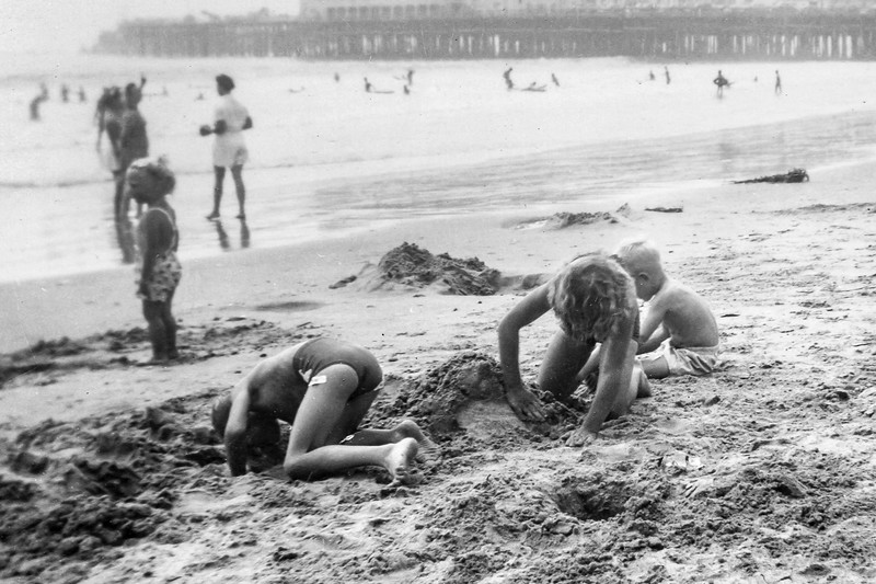 1948 Charlotte, Nollie & Ron at Santa Monica_0006-EIP (Adjusted)