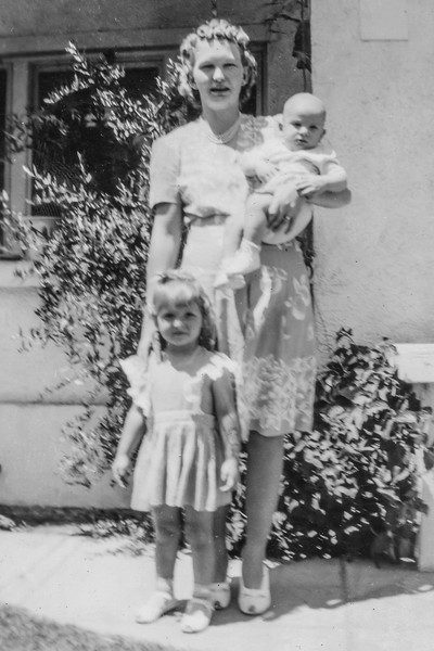 1943-04 Velva with Charlotte & Nollie_0010-EIP (Adjusted)
