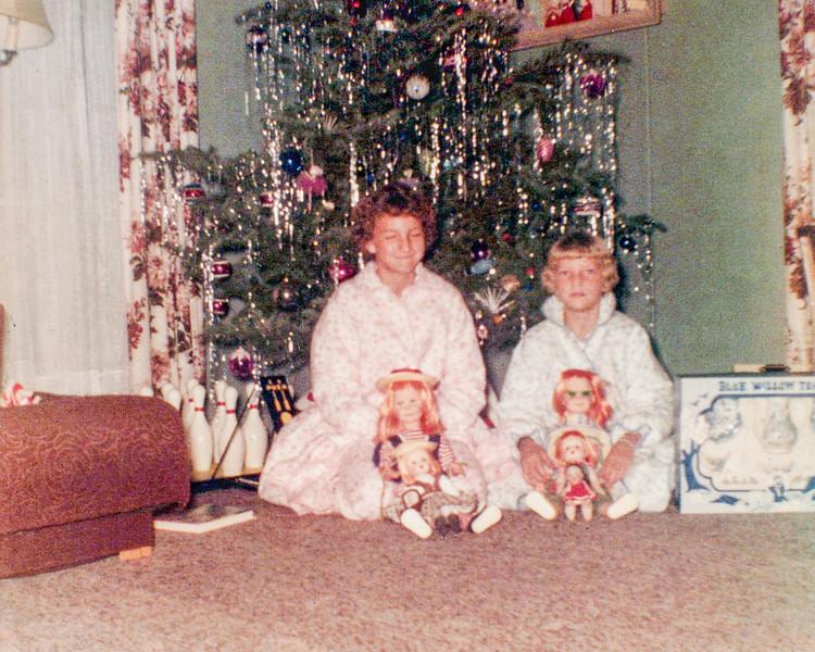 1959c Victoria & Tamara on Christmas_0001_a-EIP (Adjusted)