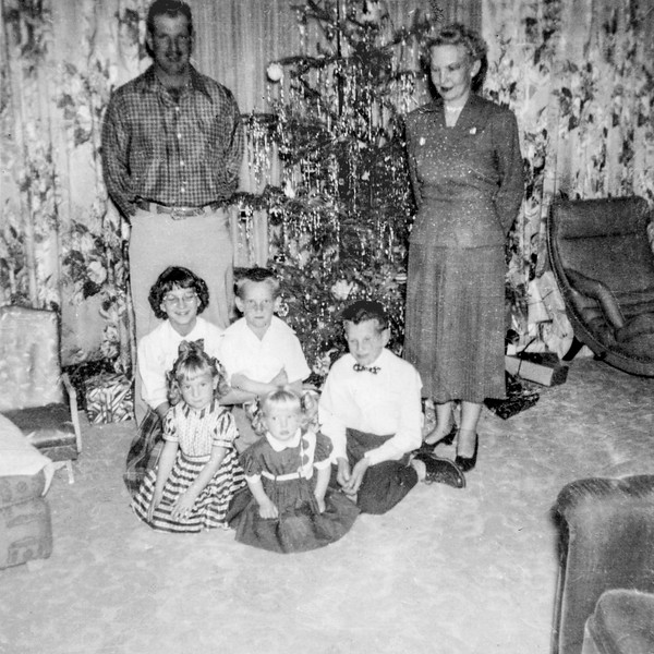 1953-12c Enloe Family on Christmas_0001_a-EIP (Adjusted)