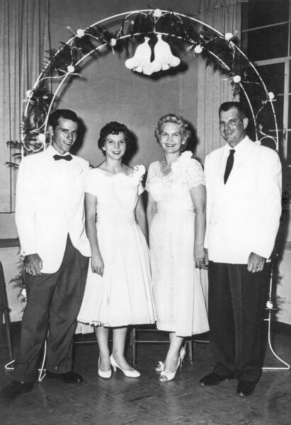 1957-07 Norris, Velva, Garrett & Charlotte at Charlotte's Wedding