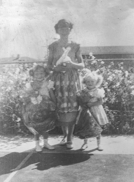 1954 Charlotte, Victoria & Tamara on Easter_0003-EIP (Adjusted)