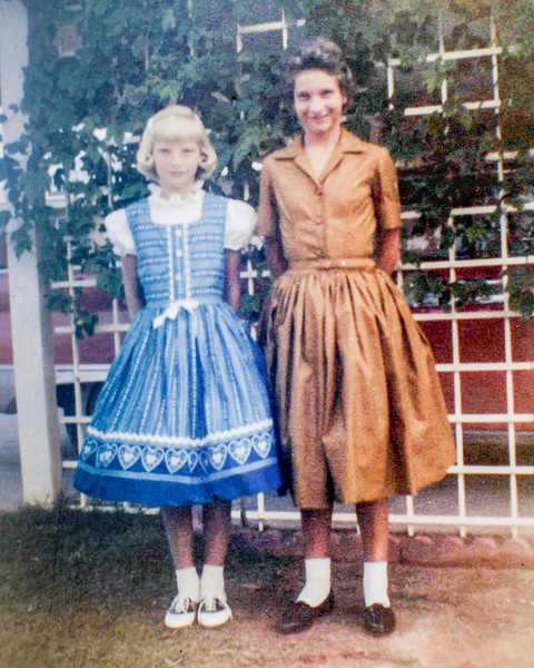 1960-09 Victoria & Tamara - 1st Day of School_0004_a (Adjusted)