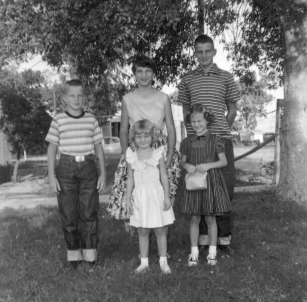 1955-10 Charlotte, Norris, Ron, Vici & Tami