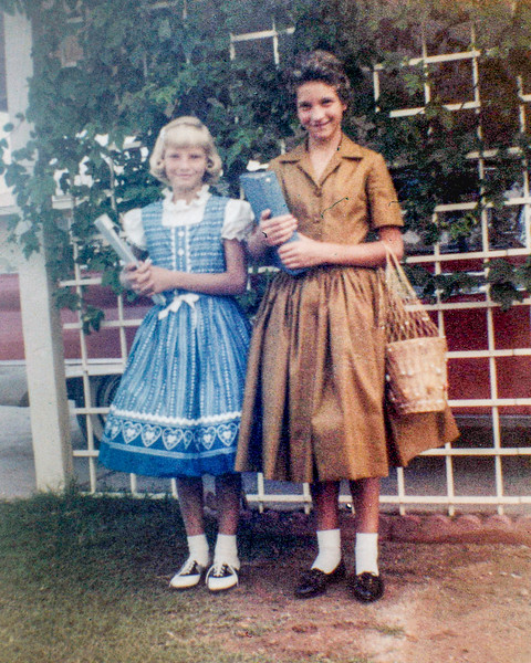 1960-09 Victoria & Tamara - 1st Day of School_0003_a-EIP (Adjusted)