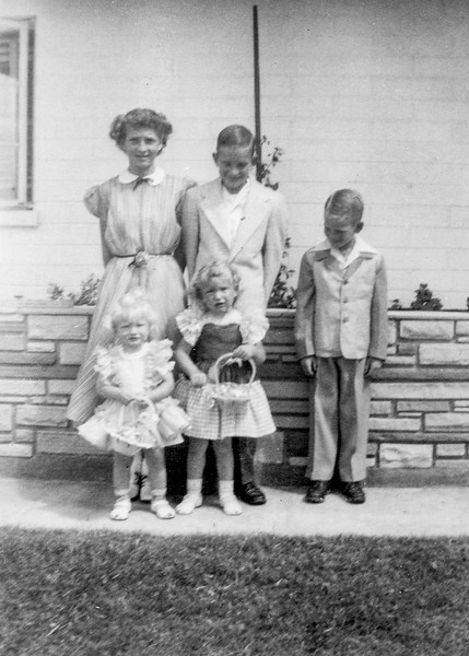 1952c Charlotte, Norris, Ron, Victoria & Tamara on Easter_0001_a (Adjusted)