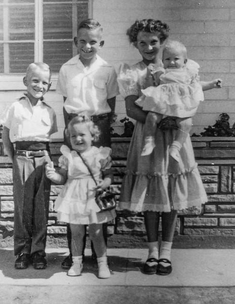 1952 Charlotte, Nollie, Ron, Victoria & Tamara on Easter_0010 (Adjusted)