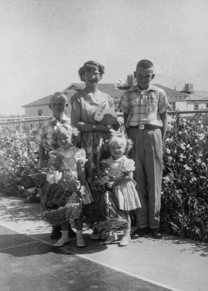 1953 Charlotte, Nollie, Ron, Victoria & Tamara - Easter_0005-EIP (Adjusted)