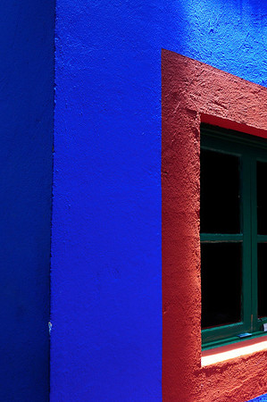 what color frida painted her house
