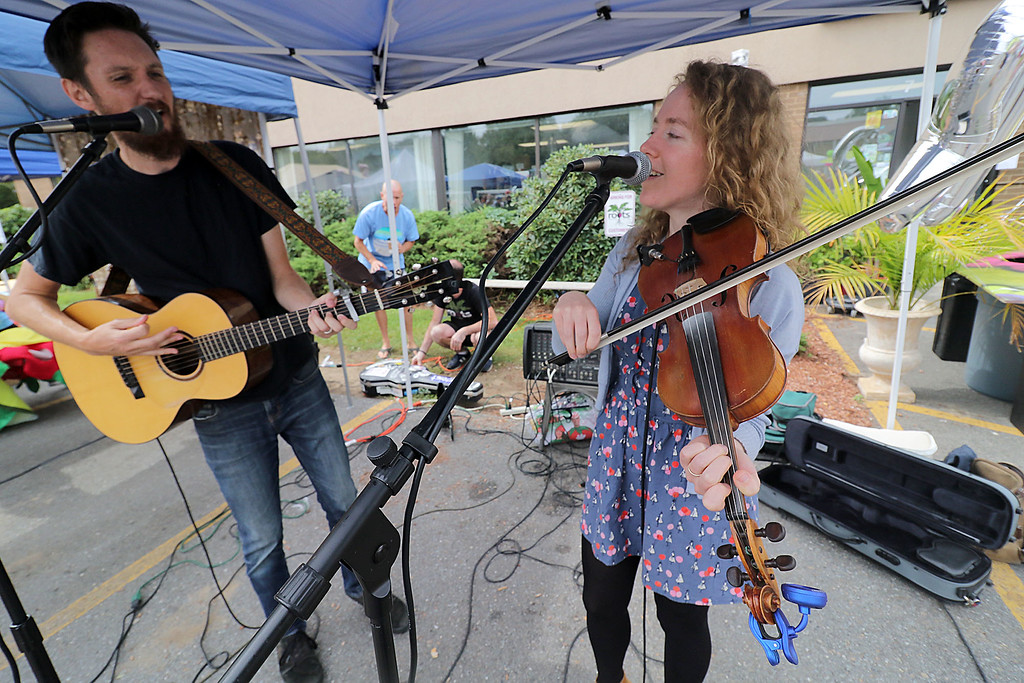 . Roots Market, Kitchen, Juice Bar and Yoga held its Rootsfest 2018 on Saturday, September 8, 2018 in Leominster. Scott Heron and Betsy Heron with the group Green Heron entertain the crowd at the festival. SENTINEL & ENTERPRISE/JOHN LOVE
