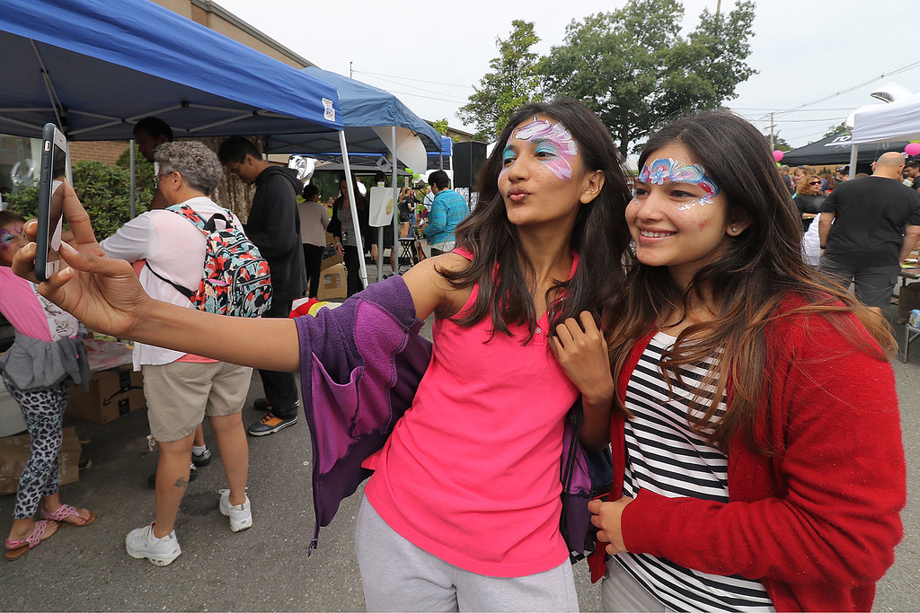 . Roots Market, Kitchen, Juice Bar and Yoga held its Rootsfest 2018 on Saturday, September 8, 2018 in Leominster. Mansi Khajuriwala and Pari Pariwala of Leominster take a selfie as they enjoy the festival. SENTINEL & ENTERPRISE/JOHN LOVE