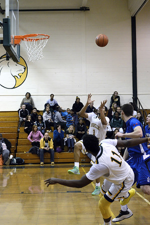Still looks like a dunk, I' excited, and the camera is focused and ready.