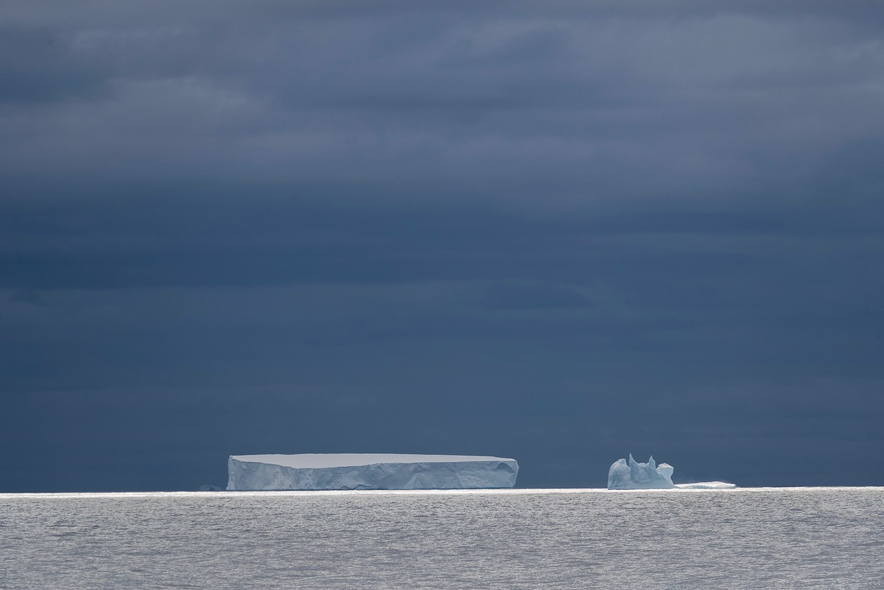 Icebergs against a threatening sky on the way to the Ross Sea
