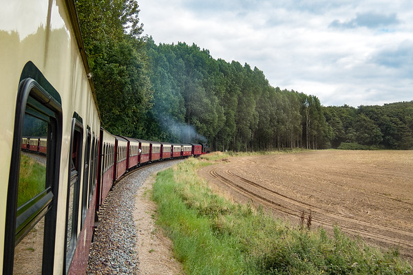 Die Strecke führt auch an Feldern vobei.