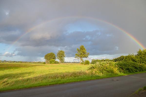 Ein Regenbogen über der Werft.