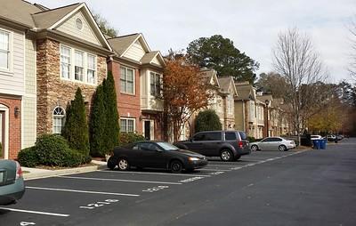 Harris Commons Townhome Roswell Neighborhood (6)