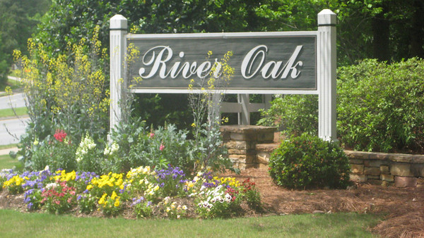 River Oak Roswell GA Neighborhood (1)