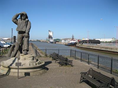 Lifeboatmen statue at Lowestoft