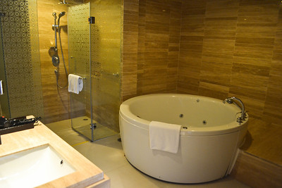 Our awesome bathroom and tub in Krabi