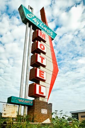 The Skyliner Motel
