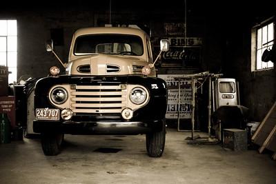 Inside Garys Garage 084229