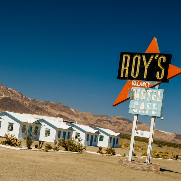 Roy's Motel and Cafe Sign