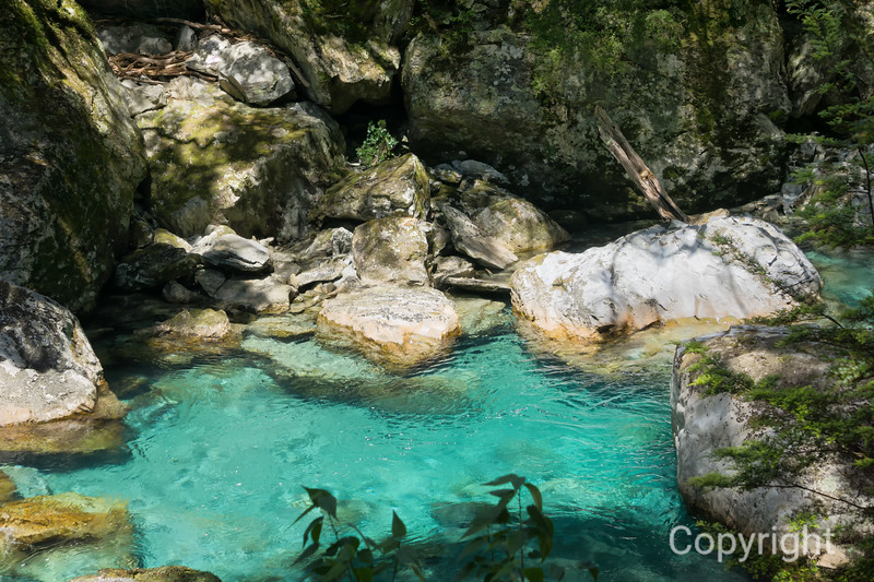 Turquoise waters along Routeburn Track
