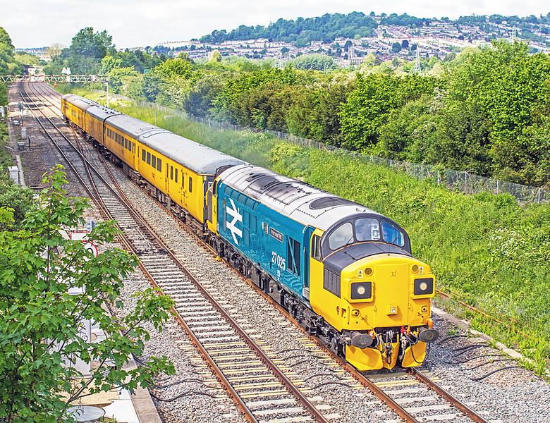 37025 at Bathampton - 26 May, 2016
