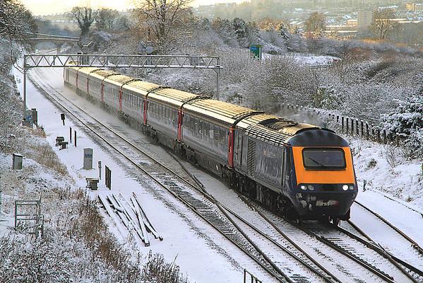43035 pases a snowy Bathampton leading 1A24, the 16:00 BTM-Paddington.  18/12/10.