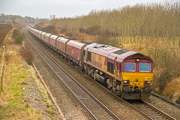 66154 approaches Pig Lane, Farleaze, with 4D13, 11:00 Avonmouth to Didcot Power Station coal in HTAs.