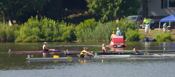 The girl in yellow from Baltimore was very quick off the start.  Everyone else was bunched together.