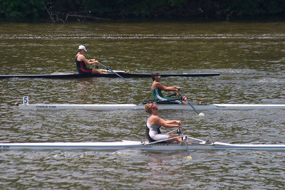 She rowed ane excellent race, and stayed strong.