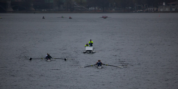 2V4 on the course ahead of Radcliffe in the first 700 meters