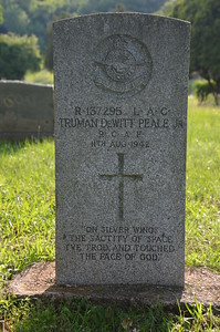 Truman DeWitt Peale of the Royal Canadian Air Force in the Palestine, TX city cemetery. Died age 26.