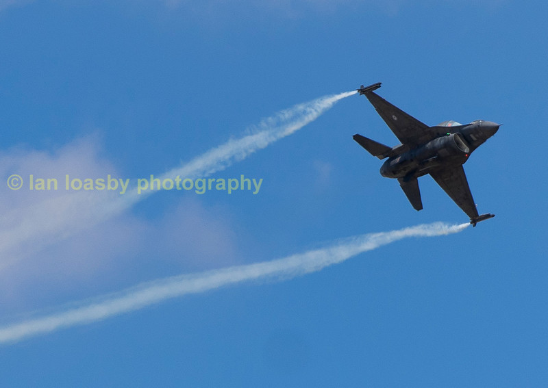 Greek AF  F16 being put through its paces