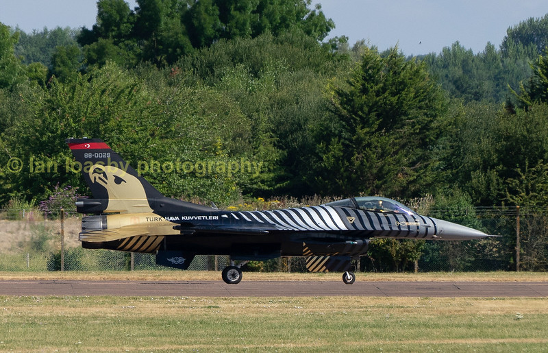 Solo turk and his F 16 sedatly taxi back to the hangers