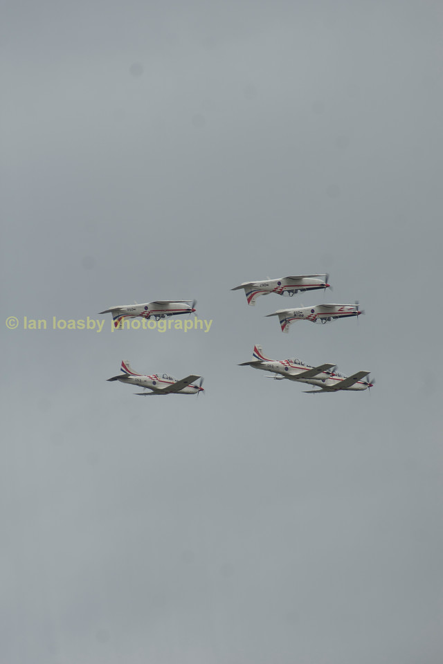 The mirror image flypast from the Croatian aerobatic display team.