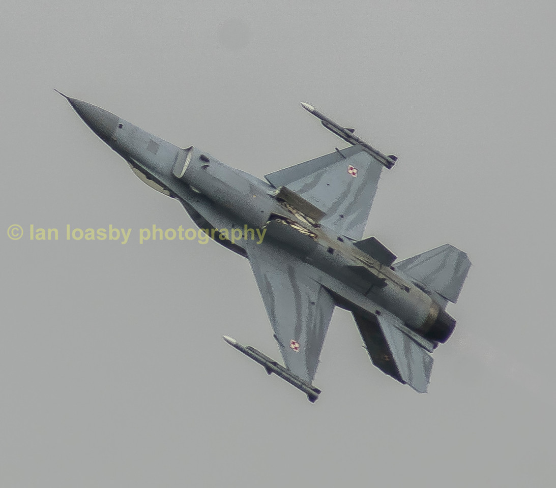 Polish airforce F16 opening the flying display