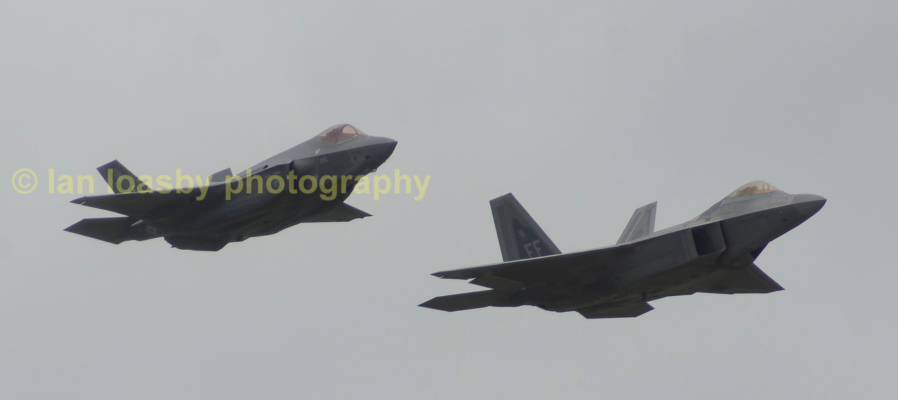 F35 & F22 Lightning & Raptor do a slow low level pass down the crowd line